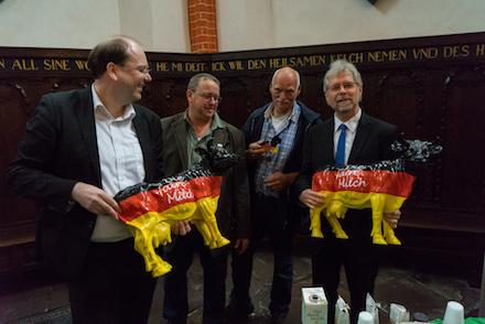 nds_Minister_Meyer_und_Dr._Heimbucher_am_faire_Milch_Stand_Foto_Reinders.jpg